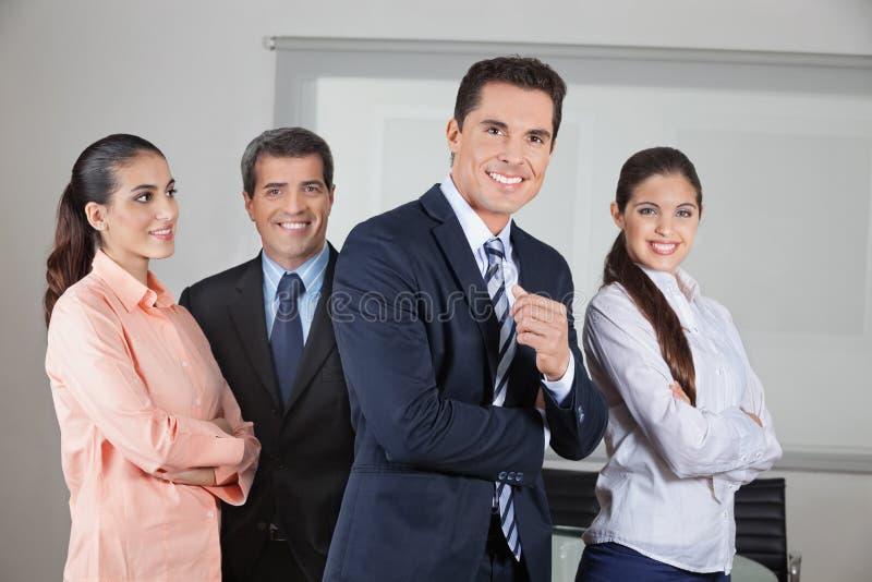 Πορτρέτο της ομάδας επιχειρησιακών γραφείων στοκ φωτογραφίες με δικαίωμα ελεύθερης χρήσης