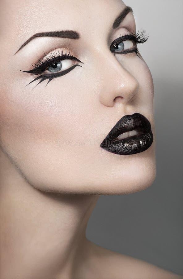 Πορτρέτο της προκλητικής γυναίκας με το γοτθικό makeup στοκ εικόνες με δικαίωμα ελεύθερης χρήσης