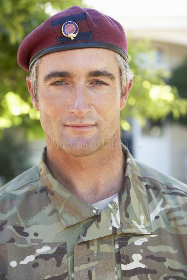 Πορτρέτο της φθοράς στρατιωτών ομοιόμορφο στοκ εικόνα