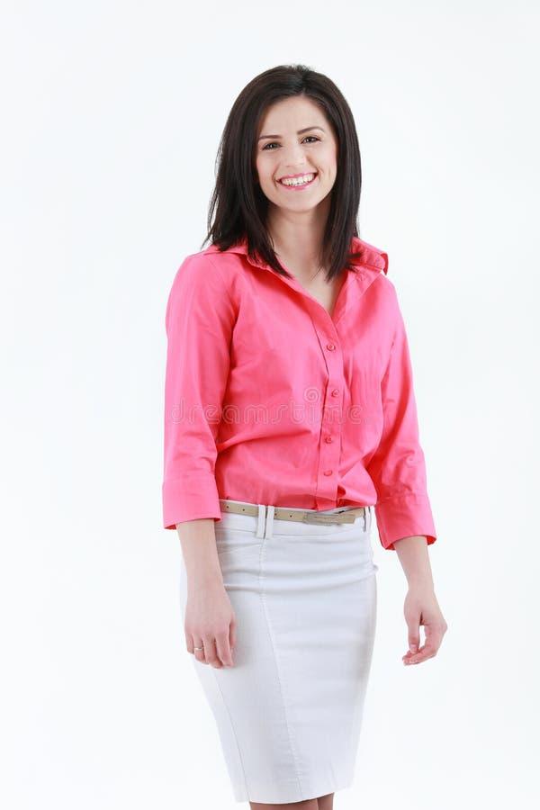 Πορτρέτο της χαμογελώντας επιχειρησιακής γυναίκας, που απομονώνεται στην άσπρη ανασκόπηση στοκ εικόνα