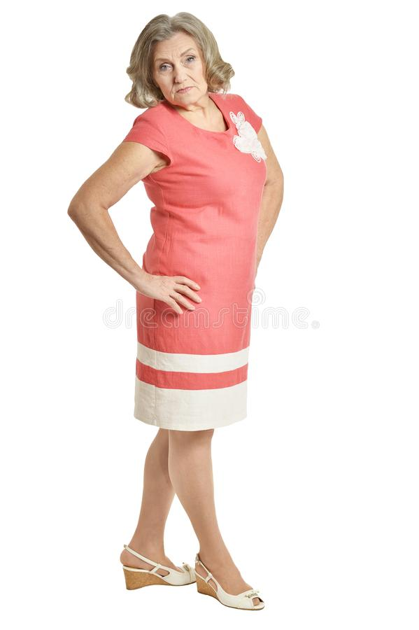 Πορτρέτο της όμορφης ανώτερης τοποθέτησης γυναικών που απομονώνεται στο άσπρο υπόβαθρο στοκ φωτογραφία με δικαίωμα ελεύθερης χρήσης