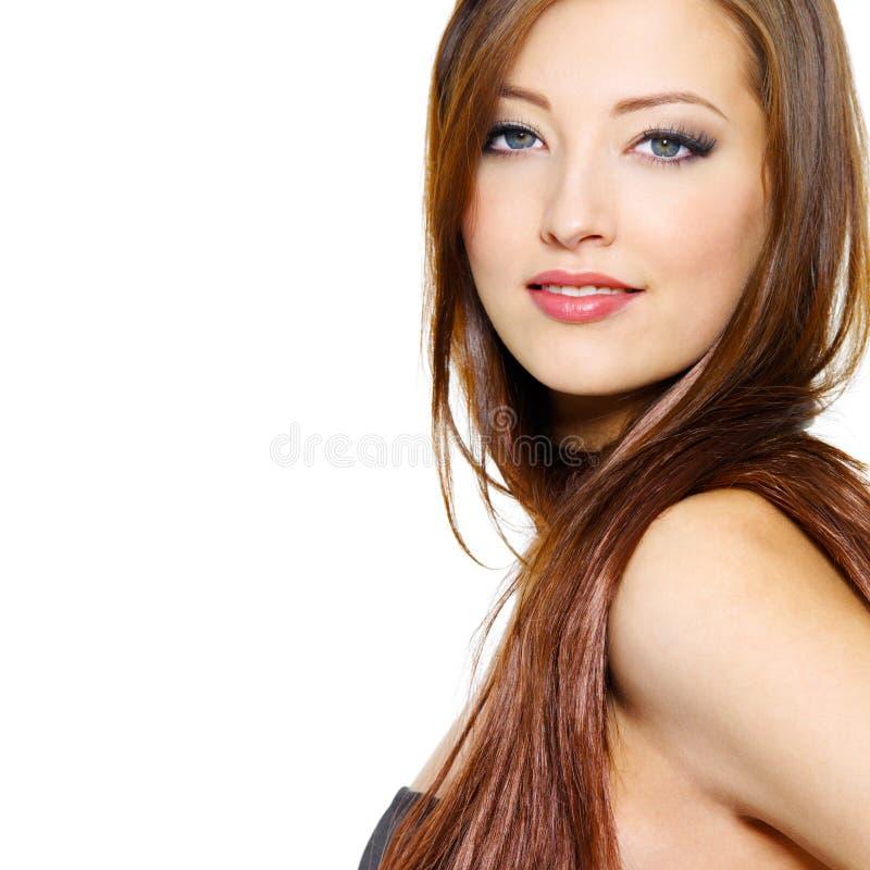 Πορτρέτο της όμορφης γυναίκας με μακρυμάλλη στοκ εικόνες