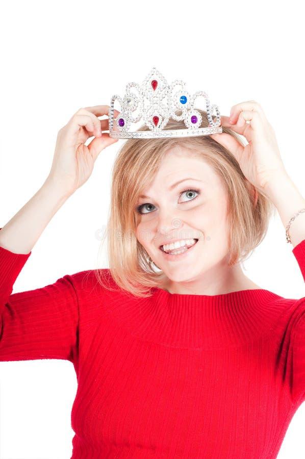 Πορτρέτο της όμορφης γυναίκας με την κορώνα στοκ φωτογραφία με δικαίωμα ελεύθερης χρήσης