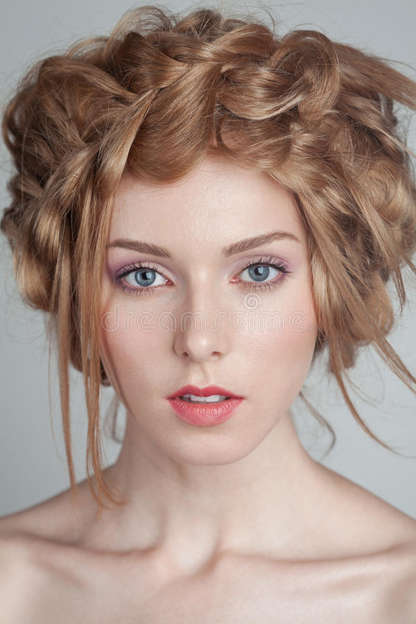Πορτρέτο της όμορφης γυναίκας με το makeup και στοκ φωτογραφίες με δικαίωμα ελεύθερης χρήσης