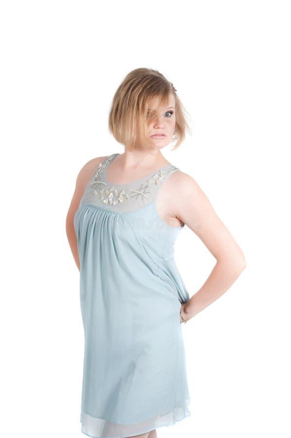 Πορτρέτο της όμορφης γυναίκας στο μπλε φόρεμα στοκ φωτογραφία με δικαίωμα ελεύθερης χρήσης