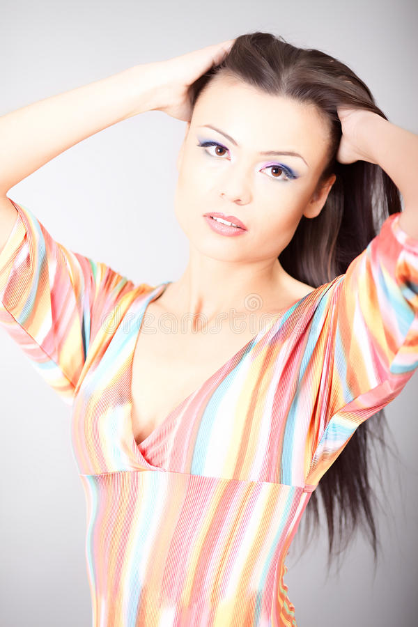 Download Πορτρέτο της όμορφης γυναίκας Στοκ Εικόνα - εικόνα από αισθησιασμός, πρόσωπο: 17057471