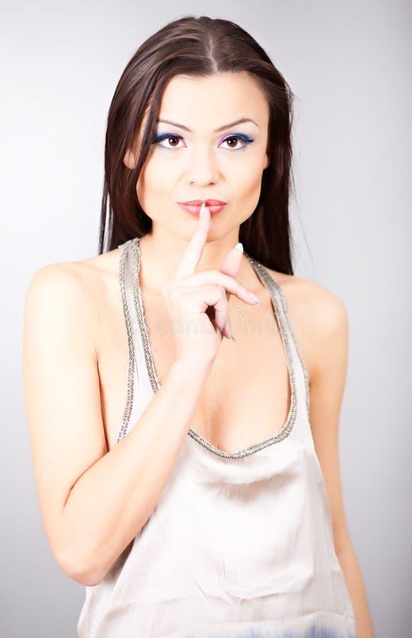 Download Πορτρέτο της όμορφης γυναίκας Στοκ Εικόνες - εικόνα από χαριτωμένος, αρκετά: 17057618