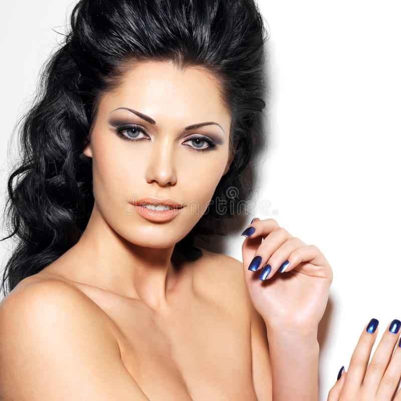 Πορτρέτο της όμορφης γυναίκας brunette στοκ εικόνες με δικαίωμα ελεύθερης χρήσης