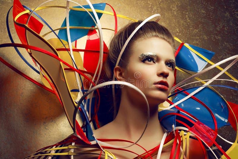 Πορτρέτο της όμορφης κοκκινομάλλους (πιπερόριζα) πρότυπης τοποθέτησης μόδας στοκ εικόνες με δικαίωμα ελεύθερης χρήσης