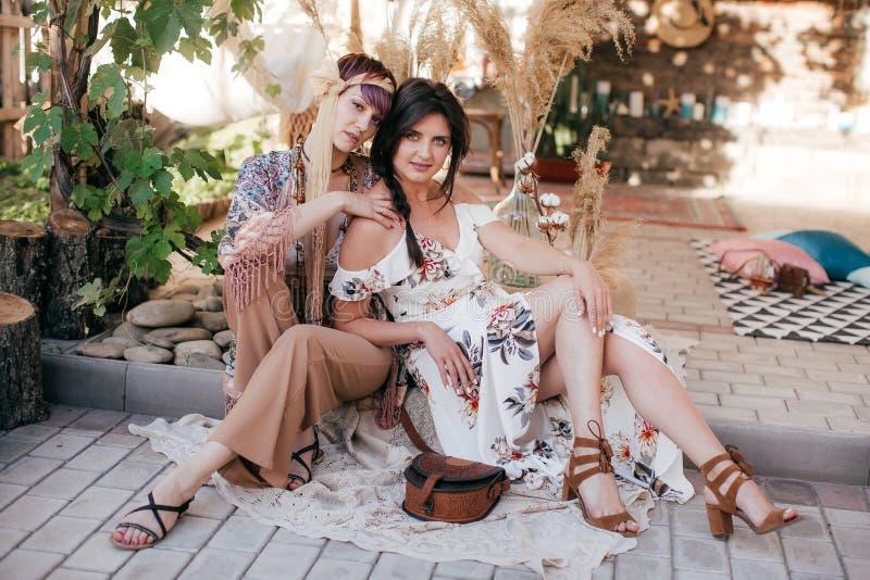 Πορτρέτο της όμορφης νέας γυναίκας δύο με το makeup στοκ φωτογραφίες με δικαίωμα ελεύθερης χρήσης