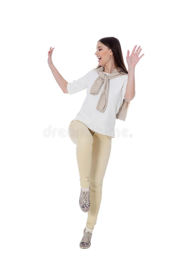 Πορτρέτο της όμορφης νέας γυναίκας που φορά τον περιστασιακό ιματισμό στοκ φωτογραφία με δικαίωμα ελεύθερης χρήσης