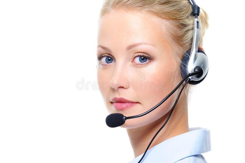 Πορτρέτο της όμορφης ξανθής γυναίκας με τα ακουστικά στοκ εικόνα με δικαίωμα ελεύθερης χρήσης