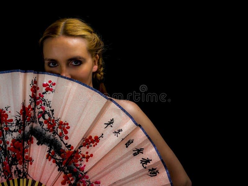 Πορτρέτο της όμορφης ξανθής γυναίκας στοκ φωτογραφίες