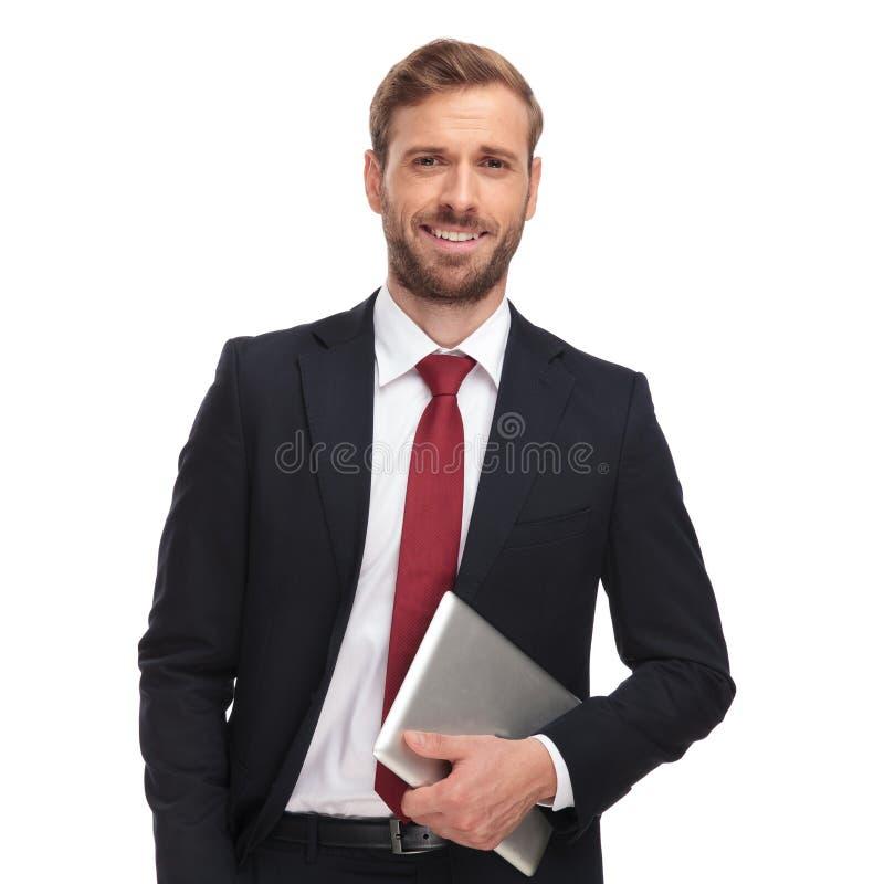 Πορτρέτο της όμορφης ταμπλέτας και του γέλιου εκμετάλλευσης επιχειρηματιών στοκ φωτογραφίες με δικαίωμα ελεύθερης χρήσης
