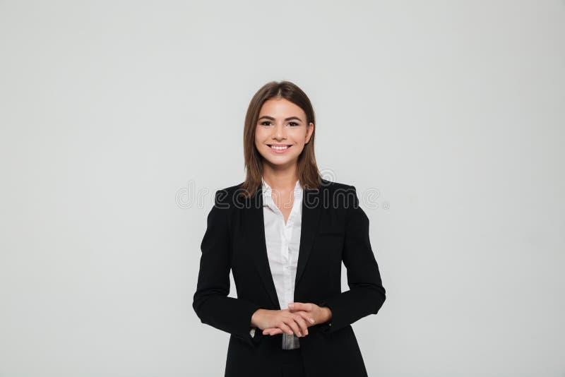 Πορτρέτο της όμορφης χαμογελώντας επιχειρηματία στοκ φωτογραφία με δικαίωμα ελεύθερης χρήσης