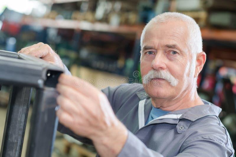 Πορτρέτο του ανώτερου μεταλλουργού στοκ εικόνα με δικαίωμα ελεύθερης χρήσης