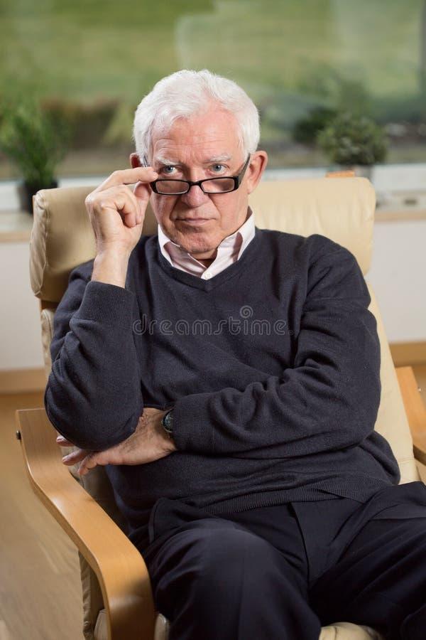 Πορτρέτο του ανώτερου ψυχοθεραπευτή στοκ φωτογραφία