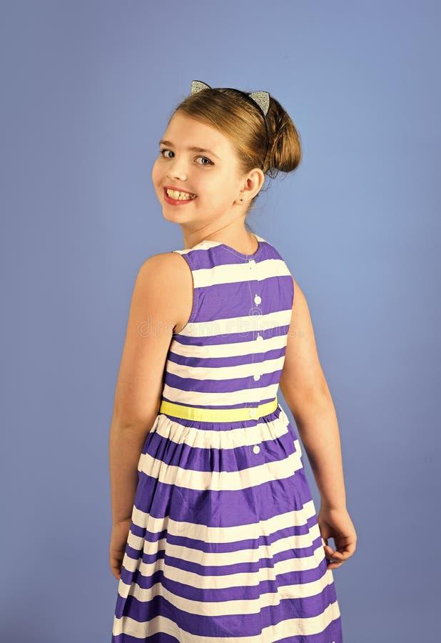 Πορτρέτο του αρκετά μικρού παιδιού κοριτσιών με την κομψή τρίχα potrait του παιδιού μικρών κοριτσιών στοκ φωτογραφία με δικαίωμα ελεύθερης χρήσης