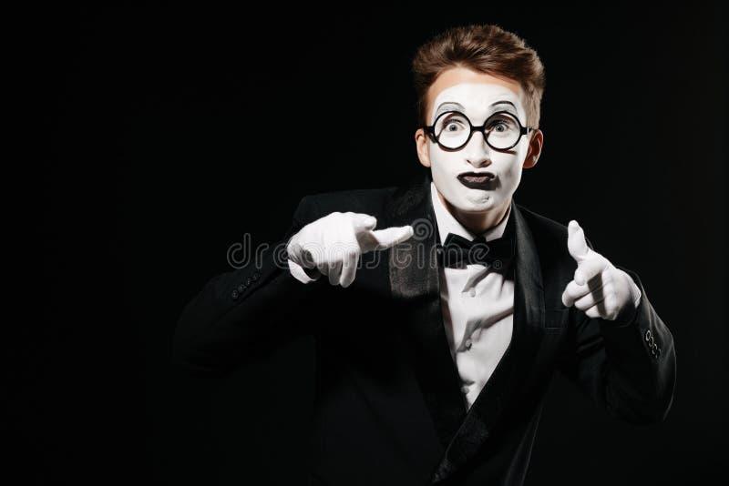 Πορτρέτο του ατόμου mime στο μαύρο υπόβαθρο στοκ φωτογραφίες με δικαίωμα ελεύθερης χρήσης
