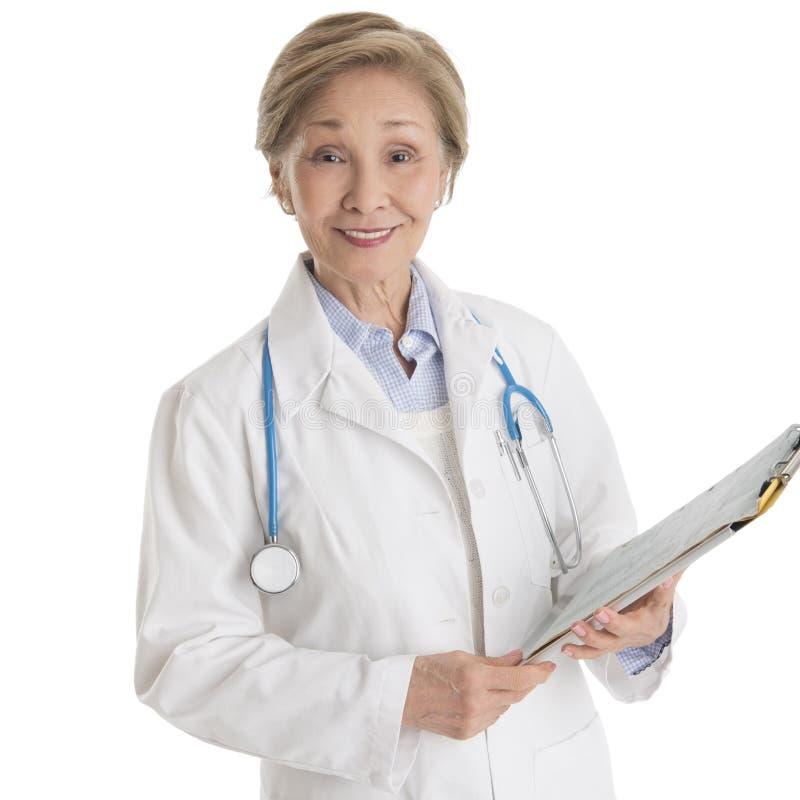 Πορτρέτο του βέβαιου θηλυκού γιατρού με την περιοχή αποκομμάτων στοκ φωτογραφίες με δικαίωμα ελεύθερης χρήσης
