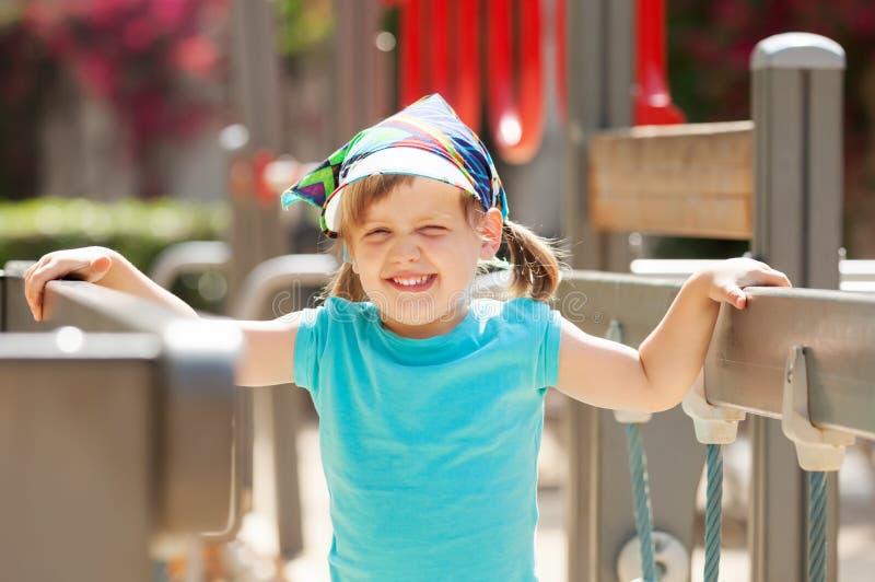 Πορτρέτο του γελώντας κοριτσιού στοκ φωτογραφία με δικαίωμα ελεύθερης χρήσης
