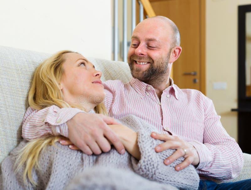 Πορτρέτο του ενήλικου ζεύγους στοκ φωτογραφία με δικαίωμα ελεύθερης χρήσης