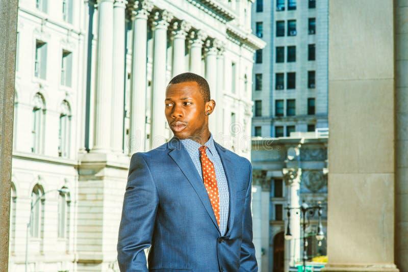 Πορτρέτο του επιτυχούς επιχειρηματία αφροαμερικάνων στη Νέα Υόρκη στοκ εικόνες