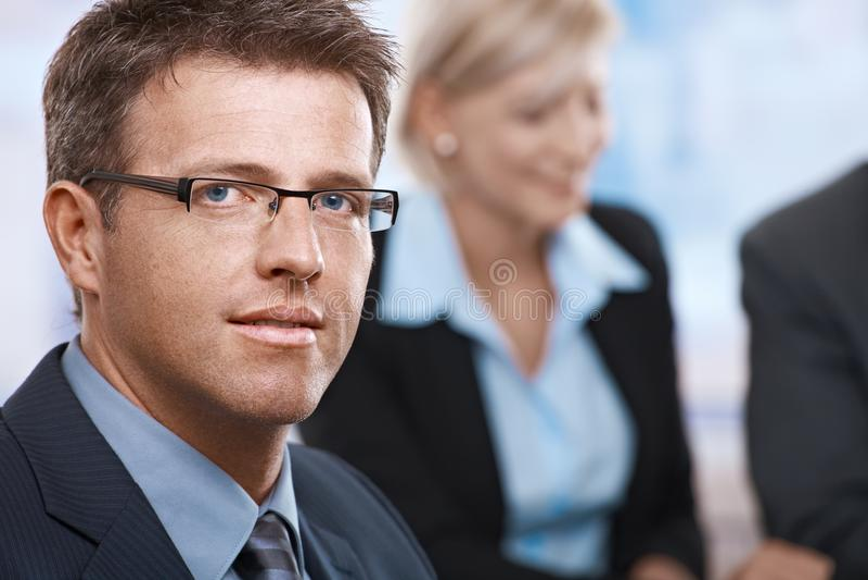 Download Πορτρέτο του επιχειρηματία στο γραφείο Στοκ Εικόνες - εικόνα από μάτι, ημέρα: 22784828