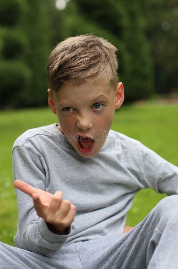 Πορτρέτο του εύθυμου αγοριού στοκ εικόνα
