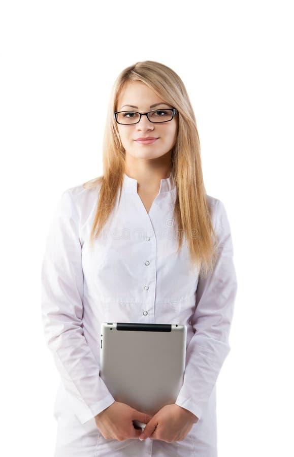 Πορτρέτο του εύθυμου θηλυκού γιατρού με την περιοχή αποκομμάτων στοκ εικόνες