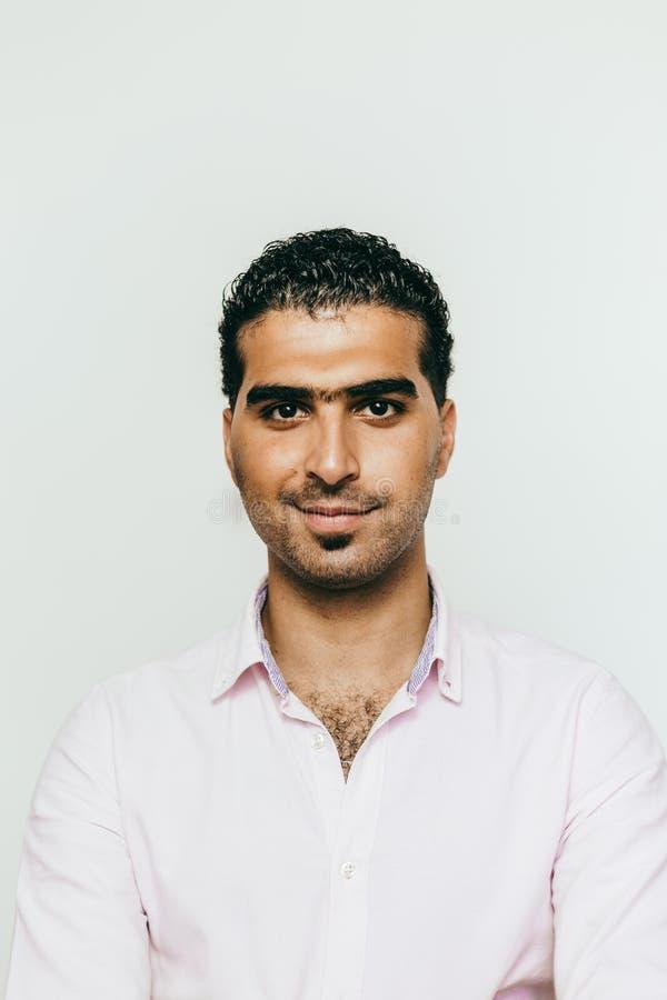 Πορτρέτο του εύθυμου συριακού ατόμου στοκ φωτογραφίες με δικαίωμα ελεύθερης χρήσης