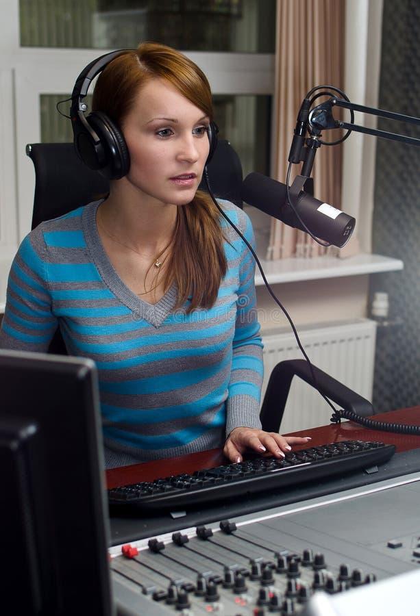Πορτρέτο του θηλυκού DJ στοκ εικόνα με δικαίωμα ελεύθερης χρήσης