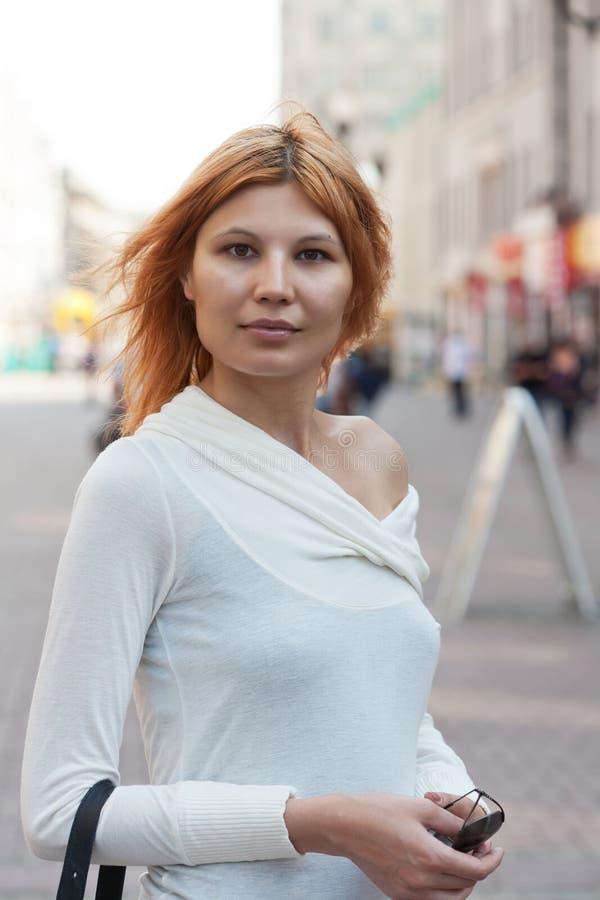 Πορτρέτο του κοριτσιού πόλεων. στοκ φωτογραφία με δικαίωμα ελεύθερης χρήσης