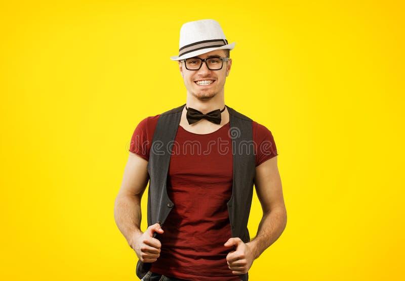 Πορτρέτο του νέου επιτυχούς μοντέρνου ατόμου hipster στοκ φωτογραφία με δικαίωμα ελεύθερης χρήσης