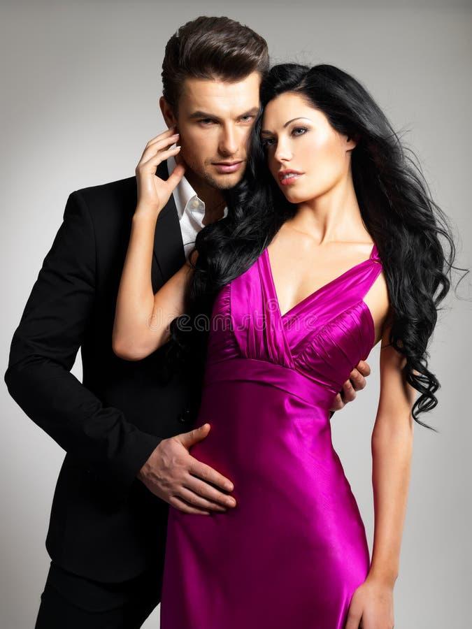 Πορτρέτο του νέου όμορφου ζεύγους ερωτευμένου στοκ εικόνες με δικαίωμα ελεύθερης χρήσης