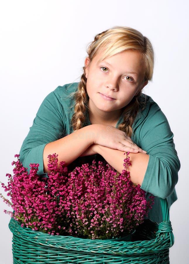 Πορτρέτο του νέου όμορφου κοριτσιού εφήβων στοκ εικόνες