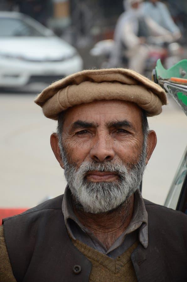 Πορτρέτο του οδηγού Peshawar Πακιστάν δίτροχων χειραμαξών Pathan tuk tuk στοκ φωτογραφία με δικαίωμα ελεύθερης χρήσης