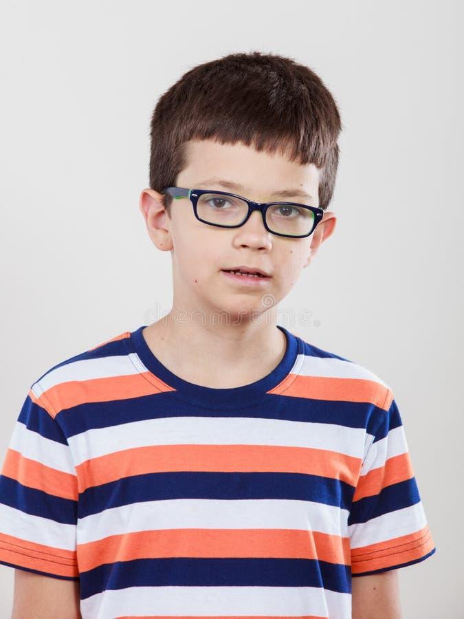 Πορτρέτο του σοβαρού μικρού παιδιού παιδιών στοκ φωτογραφία με δικαίωμα ελεύθερης χρήσης