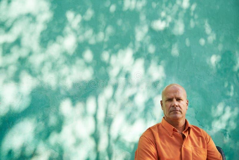 Πορτρέτο του σοβαρού ώριμου ισπανικού ατόμου στοκ φωτογραφία με δικαίωμα ελεύθερης χρήσης