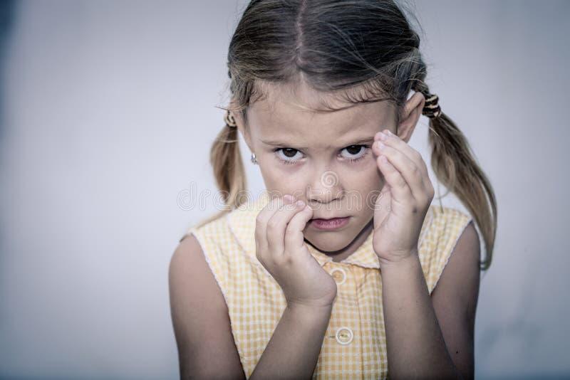 Πορτρέτο του λυπημένου μικρού κοριτσιού στοκ εικόνα με δικαίωμα ελεύθερης χρήσης