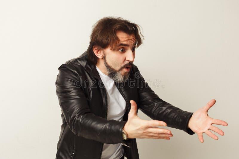Πορτρέτο του υ ατόμου που κραυγάζει και που στοκ εικόνες