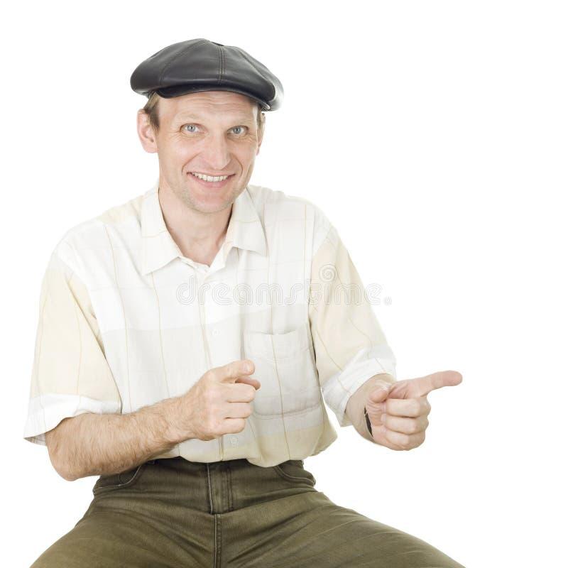 Πορτρέτο του χαμογελώντας ατόμου σε μια ΚΑΠ στοκ φωτογραφία