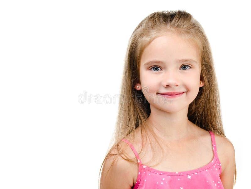 Πορτρέτο του χαμογελώντας χαριτωμένου μικρού κοριτσιού που απομονώνεται στοκ φωτογραφίες