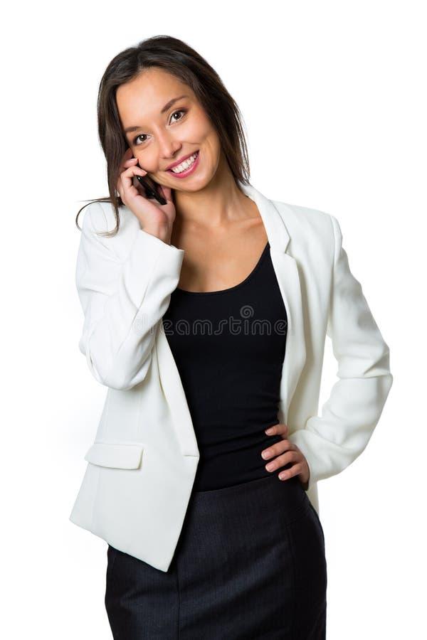 Πορτρέτο του χαμόγελου του τηλεφώνου επιχειρησιακών γυναικών που μιλά, που απομονώνεται στοκ εικόνες