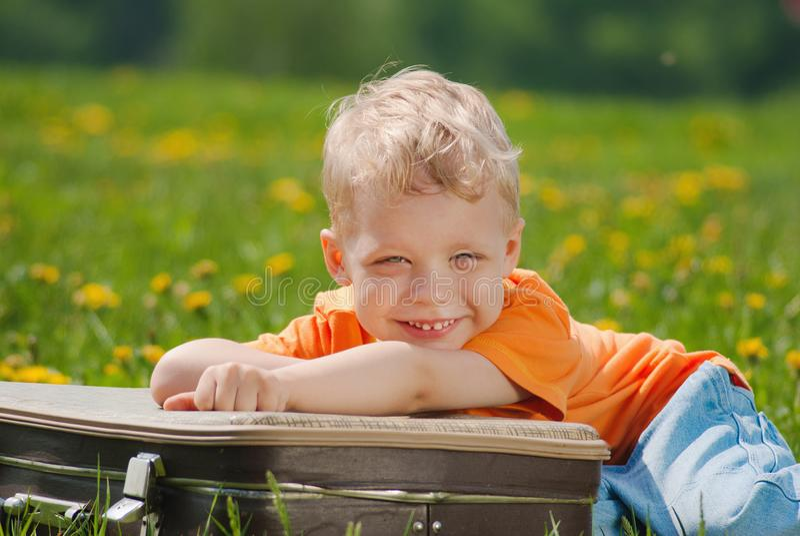 Πορτρέτο του χαριτωμένου ευτυχούς προσώπου χαμόγελου στοκ φωτογραφίες