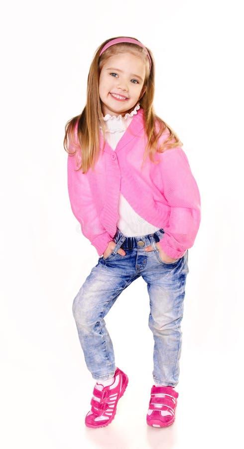 Πορτρέτο του χαριτωμένου μικρού κοριτσιού στα τζιν   στοκ φωτογραφία με δικαίωμα ελεύθερης χρήσης