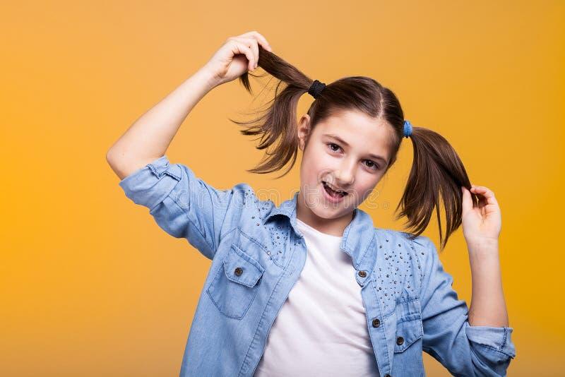 Πορτρέτο του χαριτωμένου παιδιού στο στούντιο στοκ φωτογραφίες με δικαίωμα ελεύθερης χρήσης
