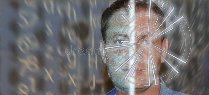 Πορτρέτο του όμορφου ατόμου με το σχέδιο τεχνολογίας στο μάτι και wireframe στο μισό ενός προσώπου Ψηφιακή έννοια ταυτότητας, ανα στοκ εικόνες