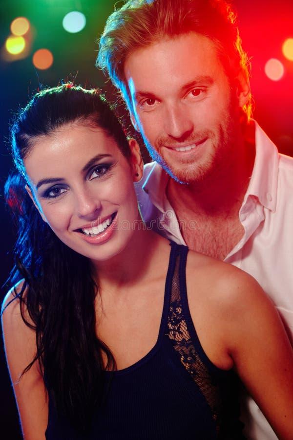 Πορτρέτο του όμορφου ευτυχούς ζεύγους στοκ εικόνες με δικαίωμα ελεύθερης χρήσης