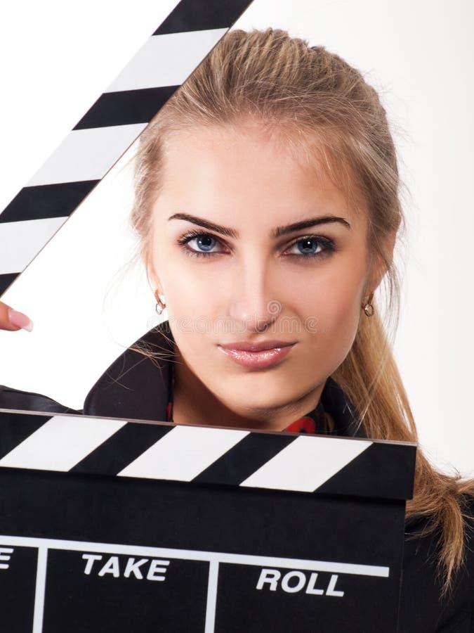 Πορτρέτο του όμορφου κοριτσιού με την πλάκα ταινιών στοκ εικόνες